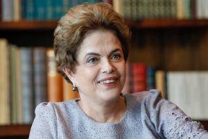 Dilma Rousseff minimizou as críticas feitas à aproximação do PT com políticos do PMDB