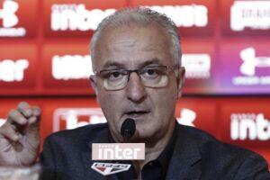 Dorival conviveu 12 rodadas com o clube entre os quatro piores da competição