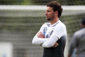 Elano iniciou nesta semana o seu trabalho como técnico do Santos