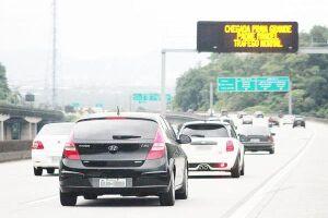 A previsão da Ecovias é que entre 200 e 340 mil veículos deixem a Capital entre 0h de sexta-feira (17) e meia-noite de segunda-feira (20)