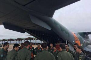 Tripulação da Força Aérea Brasileira (FAB) se prepara para a missão de busca do submarino argentino