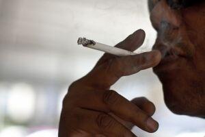 85 pacientes eram fumantes quando foram avaliados para fazer uma cirurgia estética