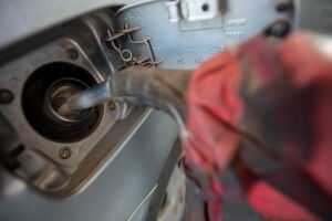 O valor médio da gasolina vendido nos postos brasileiros subiu