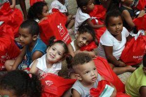 O Natal Solidário do Praiamar Shopping tem o objetivo de adotar mais de 700 crianças carentes da região