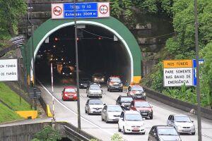Na descida da Serra, o número de veículos atingiu sua máxima entre 15h e 16h de quarta-feira