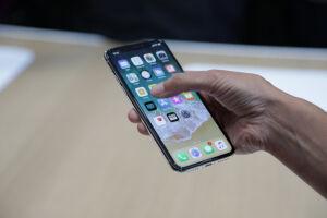 Em sua versão de 64 GB de armazenamento, o smartphone custará R$ 6.999