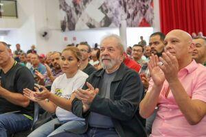 O ex-presidente Luiz Inácio Lula da Silva promete fazer um referendo para consultar a população sobre as reformas