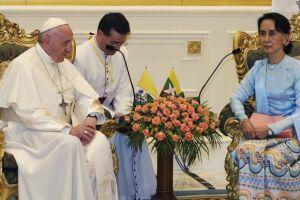 """O papa Francisco disse nesta terça-feira (28) em Mianmar que o país passa por um conflito """"que já durou muito e que deixou divisões profundas"""""""