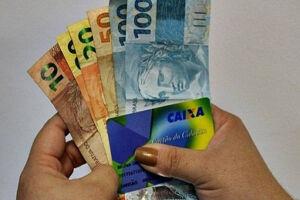 Os pagamentos começaram em outubro. Na primeira fase, homens e mulheres com mais de 70 anos foram beneficiados