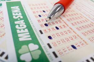 Ninguém acertou as seis dezenas. Para o próximo sorteio, na quarta-feira (29), o prêmio está estimado em R$ 65 milhões