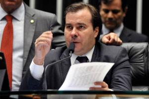 """O presidente da Câmara, Rodrigo Maia (DEM-RJ), escreveu em sua página no Facebook nesta quinta-feira (9) que a proibição do aborto em casos de estupro """"não vai passar"""" na Casa"""