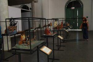 Parada especial na exposição sobre as criações do padre Bartolomeu de Gusmão, instalada no Museu Pelé
