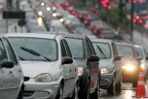 Motoristas que voltam para São Paulo enfrentam trânsito intenso nas principais rodovias do Estado