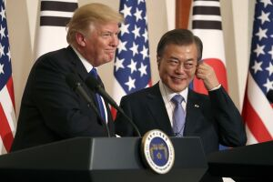 Trump em entrevista coletiva ao lado do presidente sul-coreano, Moon Jae-in