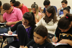 Além da redação, cada prova tem 45 questões. O aluno tem em média 3 minutos para resolver cada questão