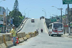 O viaduto é um dos principais acessos de quem vai para Praia Grande
