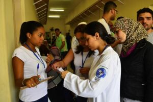 Refugiados sírios recebem atendimento médico em São Paulo