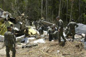 Equipes da Força Aérea Brasileira trabalham no resgate dos corpos das vítimas