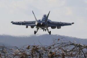A manobra – uma das maiores já realizadas pelos dois países – vai utilizar 230 aviões, entre eles, caças F-22 Raptor