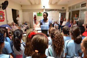 Alunos do Carmo ensaiam para a Cantata de Natal, marcada para esta quinta (07/12), no Shopping Praiamar