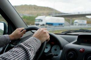 Pessoas com deficiência podem pedir isenção de imposto pela internet na hora de comprar veículos