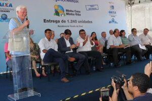 O ministro da Secretaria-Geral da Presidência da República, Moreira Franco, participa da entrega de 1.240 unidades habitacionais no município