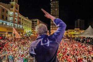 Tanto à noite como pela manhã, Lula afirmou que 'estamos entorpecidos', sem reação à reforma trabalhista implementada pelo governo Temer