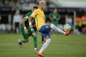 Neymar pensa na Copa do Mundo, mas possui desafios importantes pelo Paris Saint-Germain