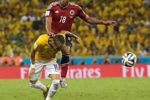 A Copa do Mundo de 2014 terminou para Neymar após entrada de Zuñiga