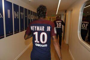 O atacante Neymar foi liberado pelo Paris Saint-Germain para viajar ao Brasil para resolver problemas particulares