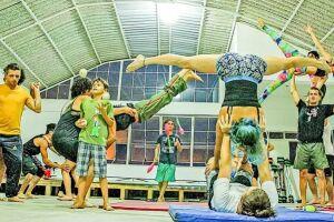 'O Bando' busca ressignificar o canal cinco com a instalação de uma escola de arte: a Porto Circense