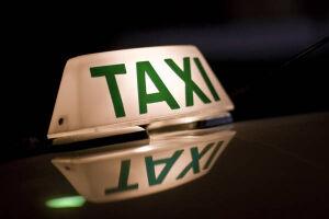 Os taxistas autuados por trafegar com o taxímetro irregular têm dez dias para apresentar defesa ao órgão