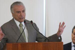 O presidente Michel Temer participa da assinatura de contratos do Programa Saneamento para Todos