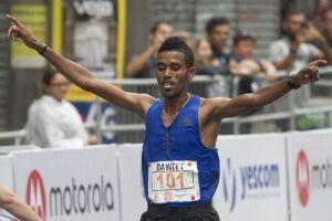 O vencedor foi o etíope Dawid Admasu, 31, com o tempo de 44min19s