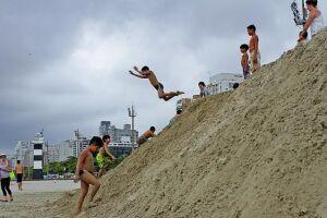 trecho onde estão os montes de areia, entre o canal 6 e o Orquidário, ficará interditado por mais  40 dias