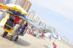 Em 2017, existiam 985ambulantes regulamentados para trabalhar nas praias