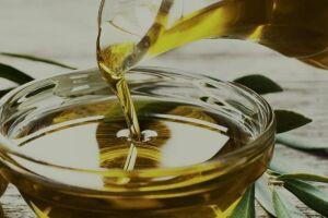 Azeite de oliva extra-virgem, produzido no Brasil, obtém ótimo ranking em análise internacional.