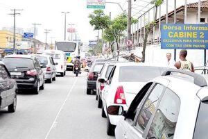 O congestionamento de carros causou algumas desavenças entre motoristas, muito trabalho para os agentes de trânsito e atrapalhou a vida de moradores da Cidade