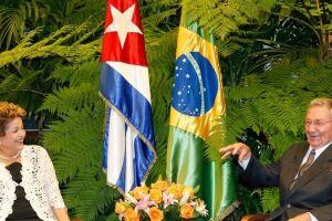 Ex-presidente Dilma Rouseff em reunião com Raúl Castro, antes do impeachment.