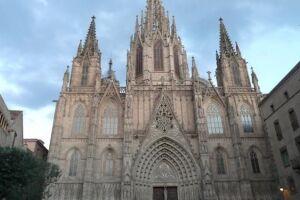A Catalunha continua como principal destino do país, recebendo 18,2 milhões de visitantes em 2017