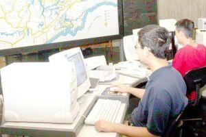 As análises são feitas de forma automática através dos dados coletados pelas estações locadas na Região. São duas em Santos e três em Cubatão