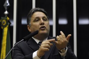 No período em que esteve preso na Cadeia de Benfica, em novembro do ano passado, o ex-governador informou que foi agredido no joelho, por um agente penitenciário, com um taco de basebol.