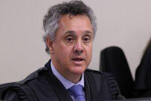 O juiz federal João Pedro Gebran Neto confirma condenação de Lula e indica pena maior de 12 anos e um mês