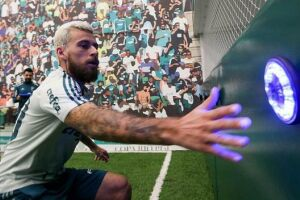 O histórico de rusgas de Lucas com o Palmeiras é extenso, mas jogador e clube têm usado duas estratégias principais para deixar o passado de lado