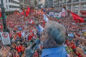 O ex-presidente assiste à sessão do TRF-4 no Sindicato dos Metalúrgicos, em São Bernardo do Campo