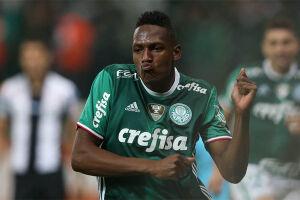 O Palmeiras aceitou vender Yerry Mina ao Barcelona por 11,8 milhões de euros