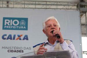 O ministro da Secretaria-Geral da Presidência, Moreira Franco, faz a entrega de 800 moradias do programa Minha Casa, Minha Vida, em Jacarepaguá, no Rio de Janeiro