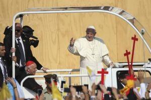 As ações aconteceram hora após a chegada do papa Francisco à capital Santiago