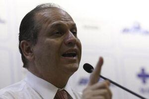 """""""Temos vacinas suficientes, e as pessoas devem se imunizar"""", diz o ministro da Saúde, Ricardo Barros"""