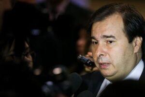 Rodrigo Maia afirmou que rebaixamento da nota de crédito do Brasil pode ajudar a convencer parlamentares sobre a importância da reforma da Previdência